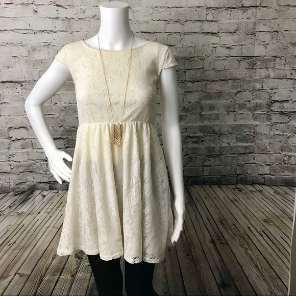 c21aba4e382 ️Adorable Cap Sleeve Cream Lace Dress‼️